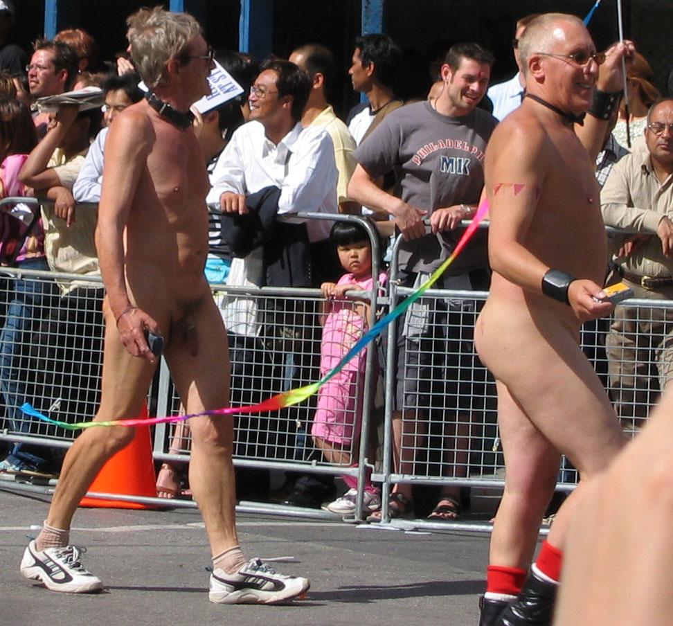 Фото голых мальчишек на параде геев фото 464-898