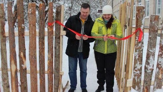 Под Псковом торжественно открыли забор из горбыля, который строили 7 лет