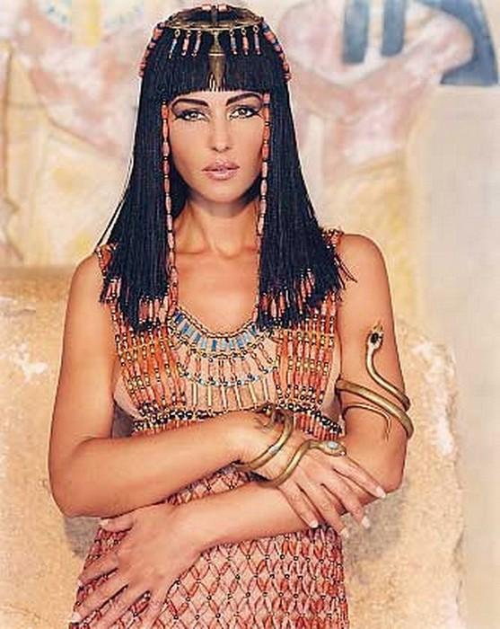 devushki-golie-iz-egipta