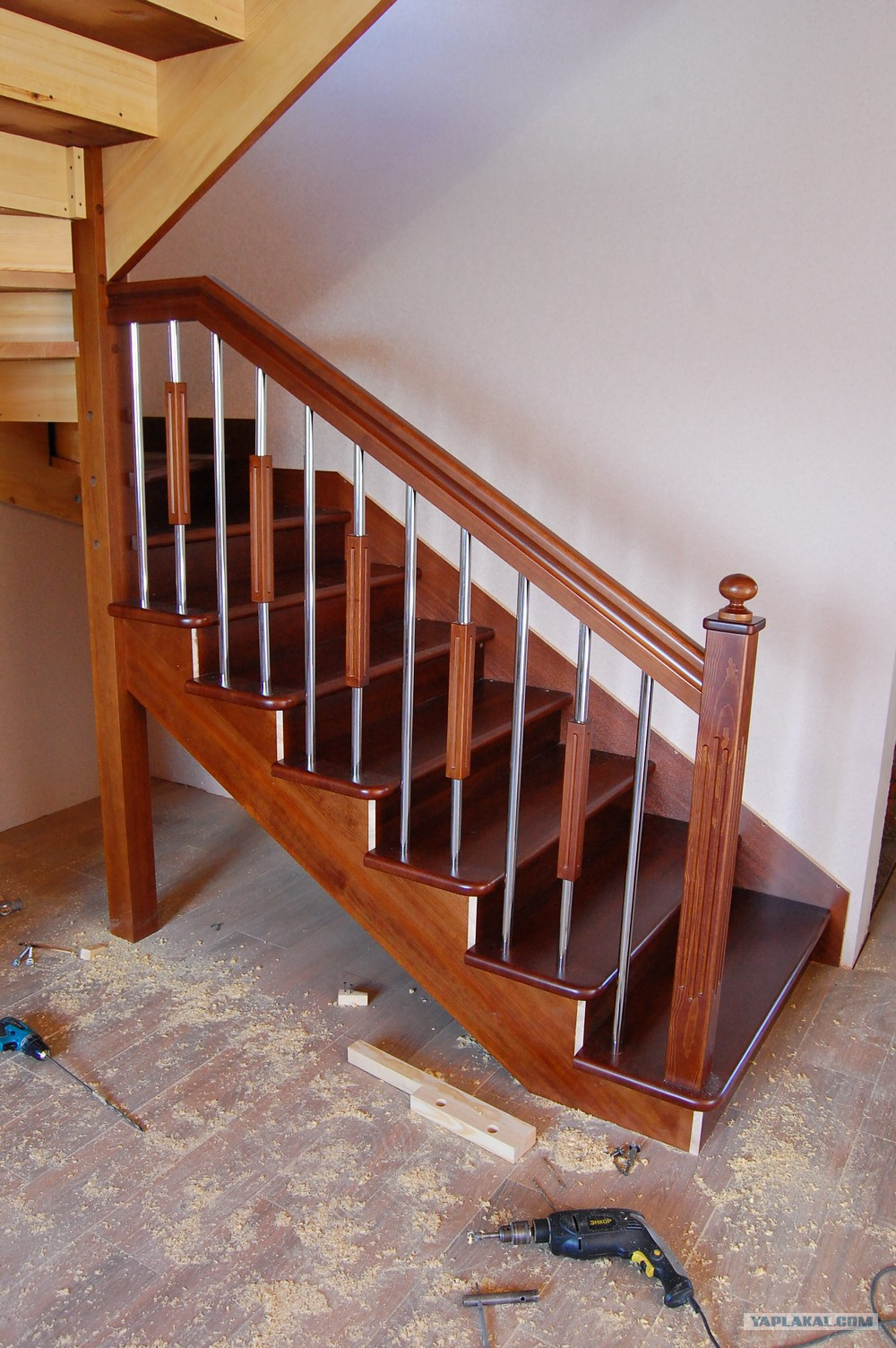 Как сделать железную лестницу на второй этаж своими руками из дерева видио