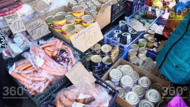 """""""Мы не справляемся с этой жизнью"""": красноярские пенсионеры питаются просрочкой с местного рынка"""