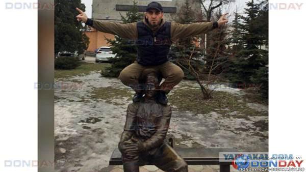 В Новочеркасске еще один хулиган осквернил памятник казаку
