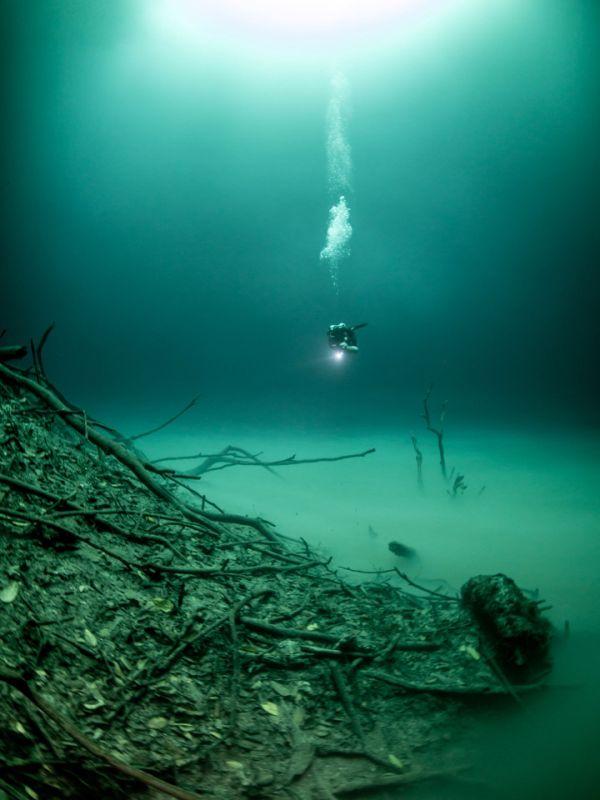 Загадочное «озеро» в затопленной пещере