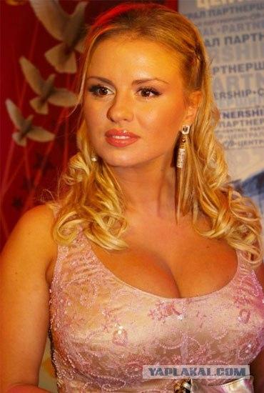 Народ, а давайте разберёмся, у кого самая красивая грудь. Только по-честно