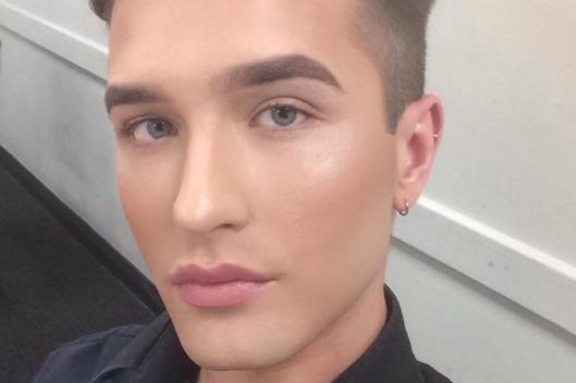 Ахтунг! В Британии мужчина пожаловался, что ему не разрешают носить... макияж(!) на работе
