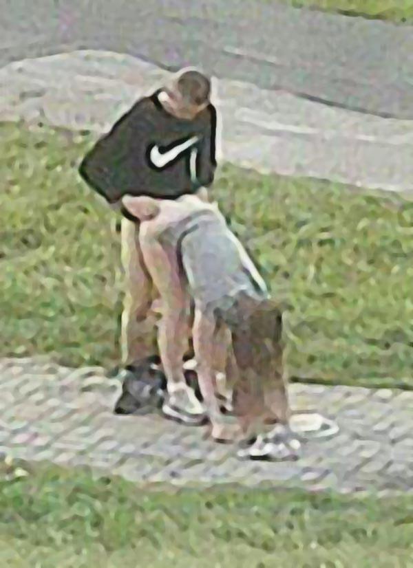 Занимаются сексом прямо на улице