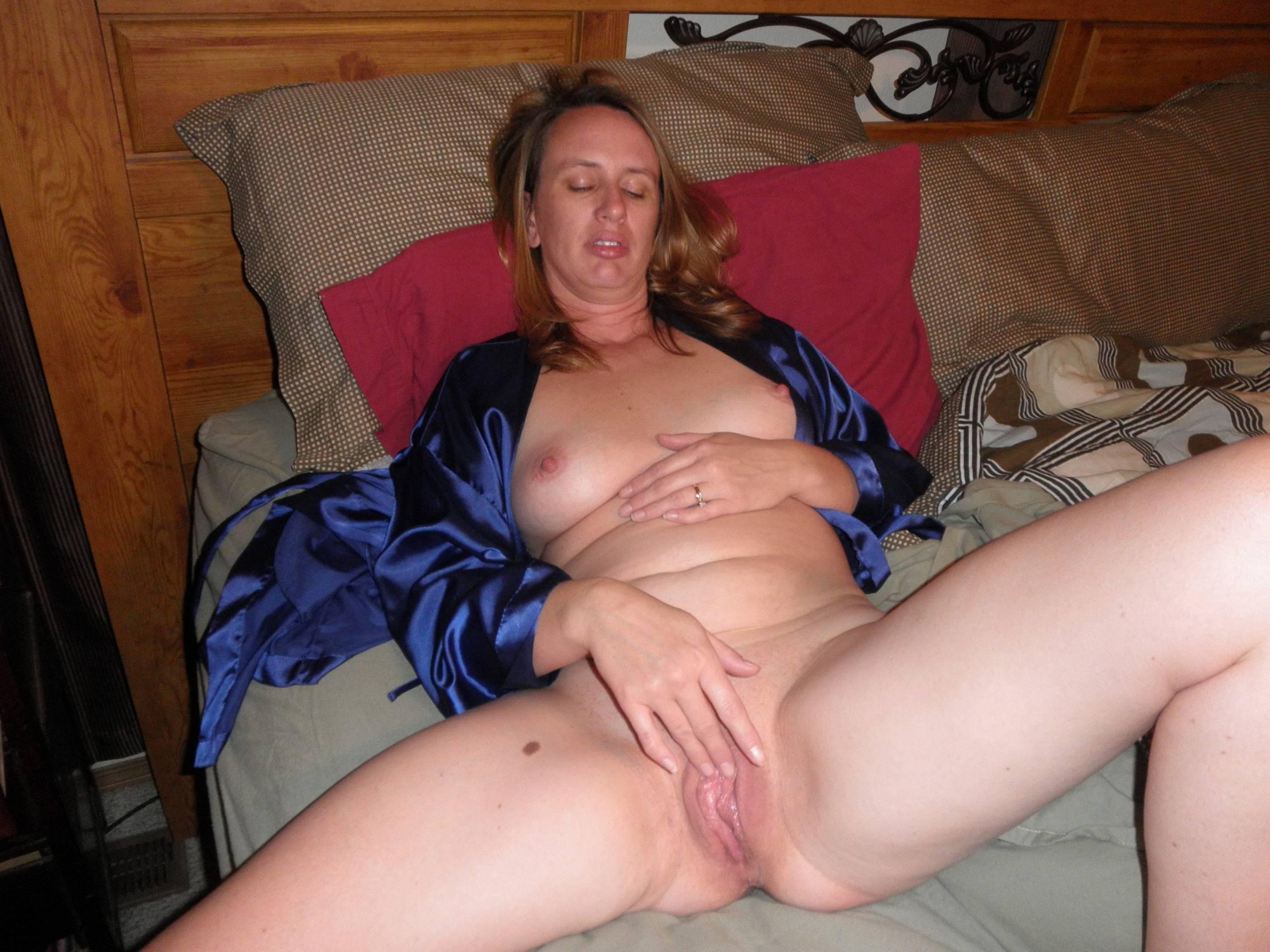 Смотреть порно друг дрочит на мою жену 27 фотография