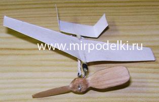 Как сделать самолёт из бумаги с резиновым двигателем