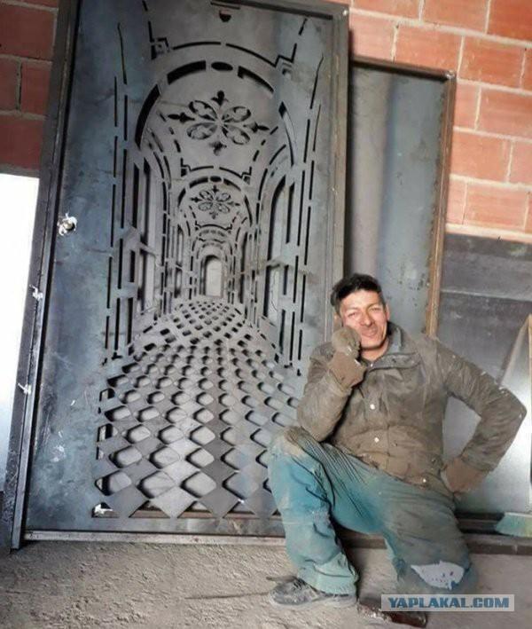Эффектная дверь с оптической иллюзией