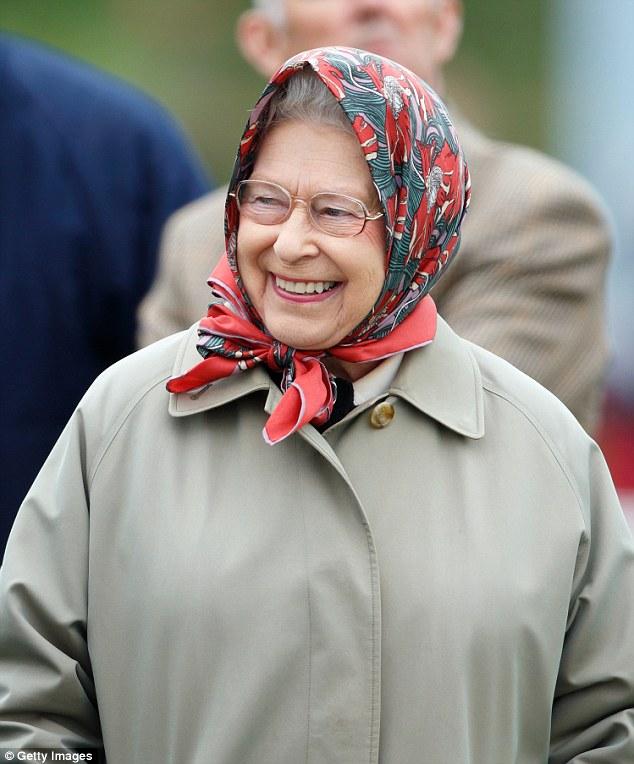 Туристы из США не узнали Елизавету II