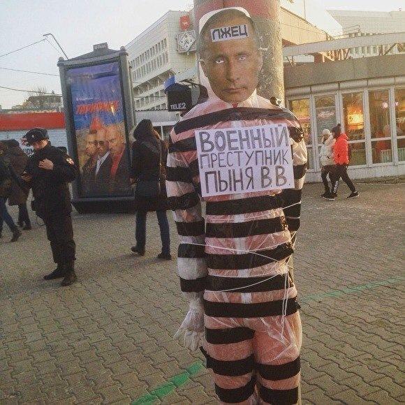 В центре Перми к столбу привязали «чучело с Путиным». МВД начало проверку