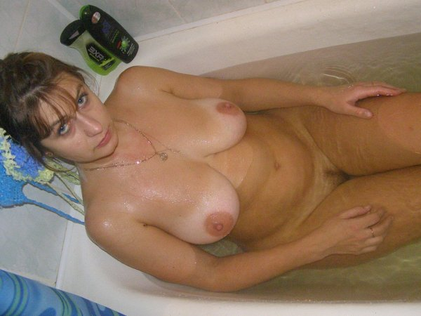 nudisti-na-prirode-video-onlayn