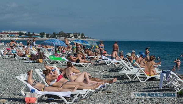 В Сочи запретили ходить на пляж после восьми часов вечера