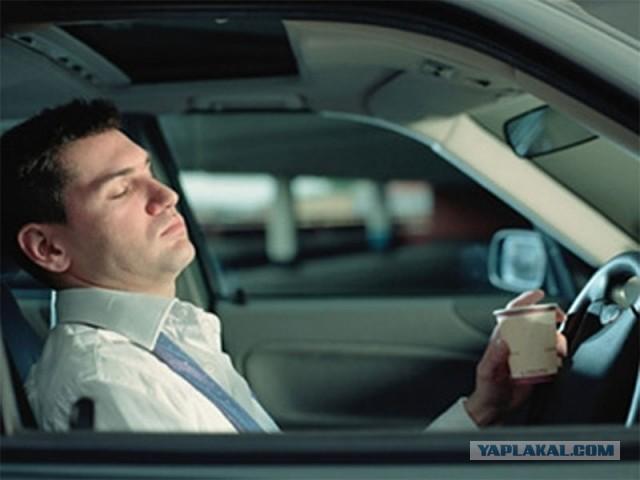 спящий мужик в лексусе фото