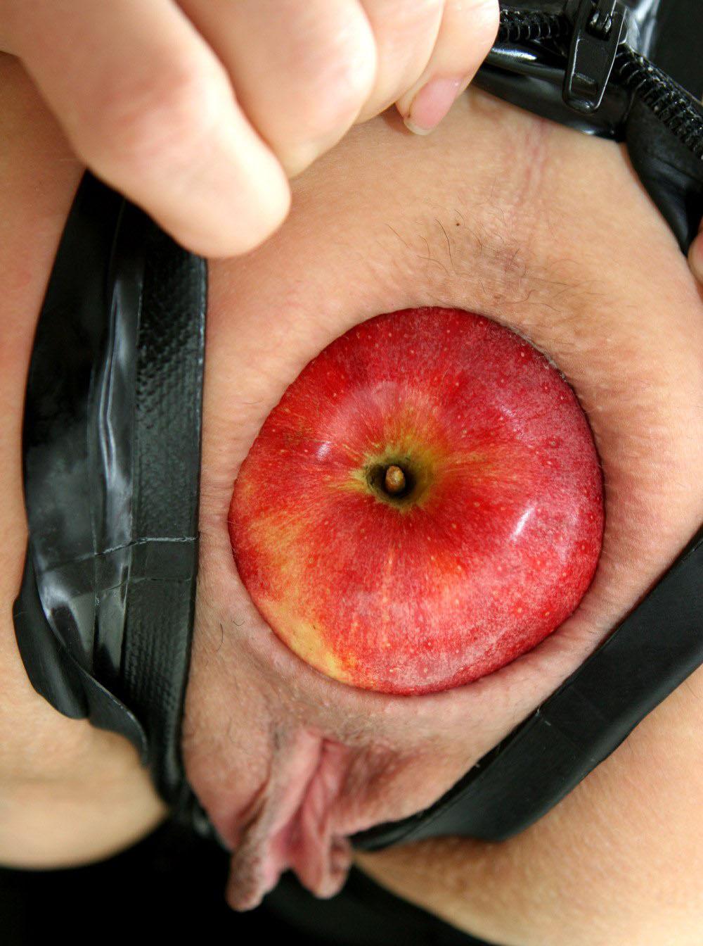 Фото овощей и фруктов в жопах у девушек 6 фотография