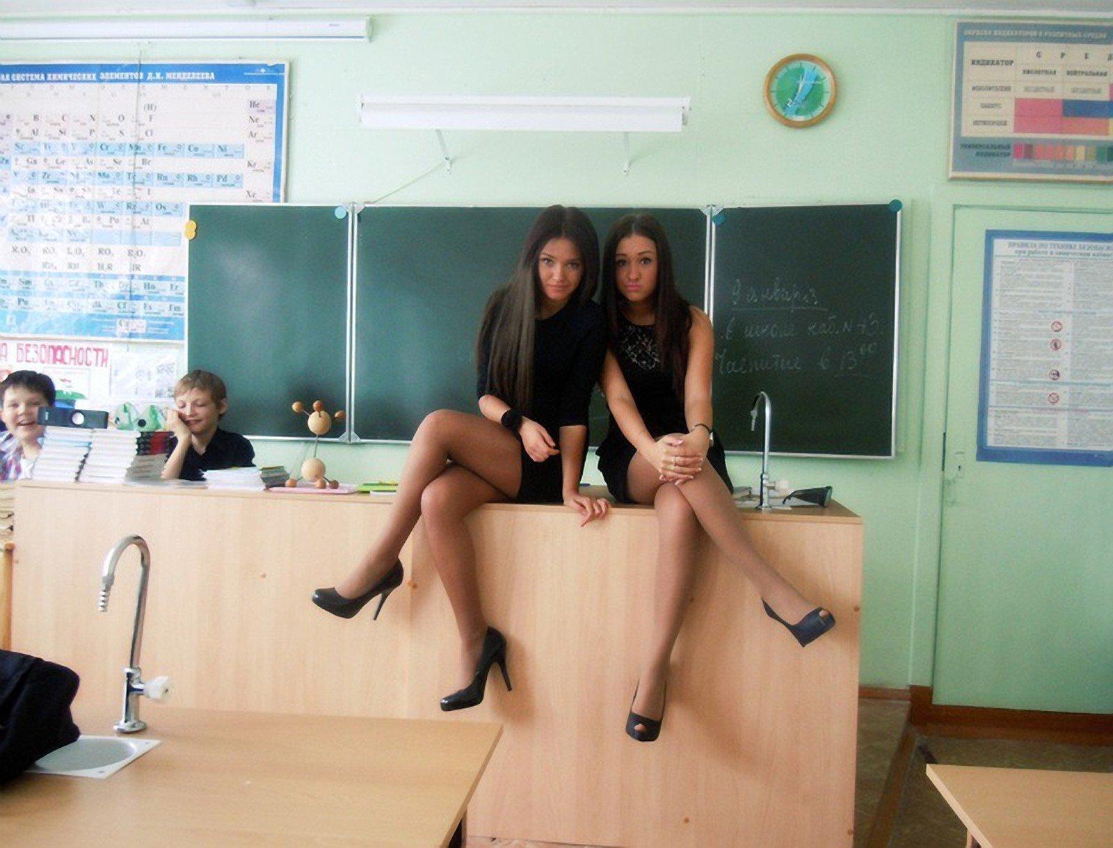 Сексуальные выпускницы в чулках