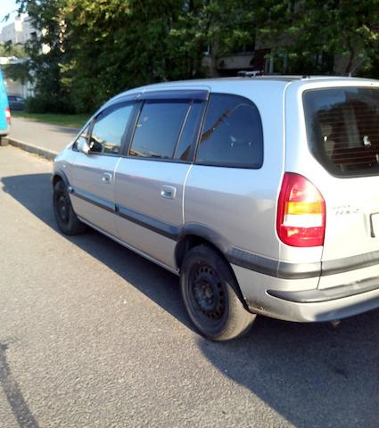 Subaru Traviq (Opel Zafira) 2001, в Питере