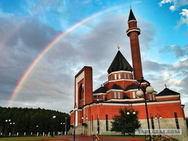 Татарин в московской мечети на Курбан Байрам