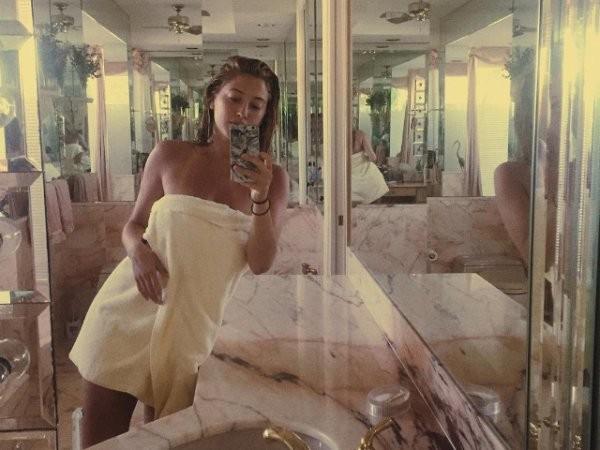 Только что из ванной...И в полотенце