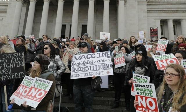 В США набирает популярность антипрививочное движение. Подростки делают прививки в обход запретов своих родителей