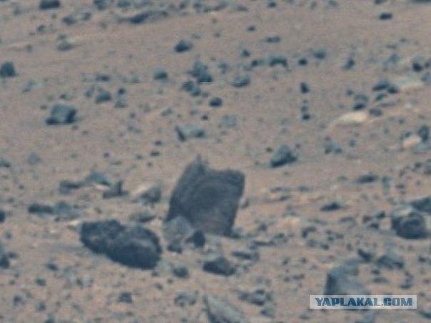 Камень с выгравированным лицом на Google Mars!