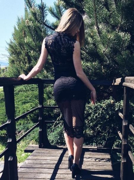 Очаровательный вид сзади