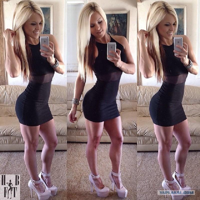 Фитнес девушки в платье