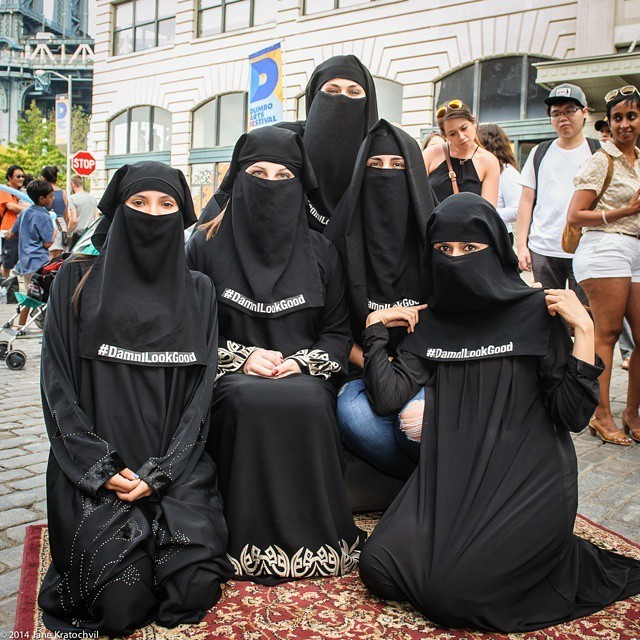 В Норвегии парикмахера судят за отказ обслуживать клиентку в хиджабе.