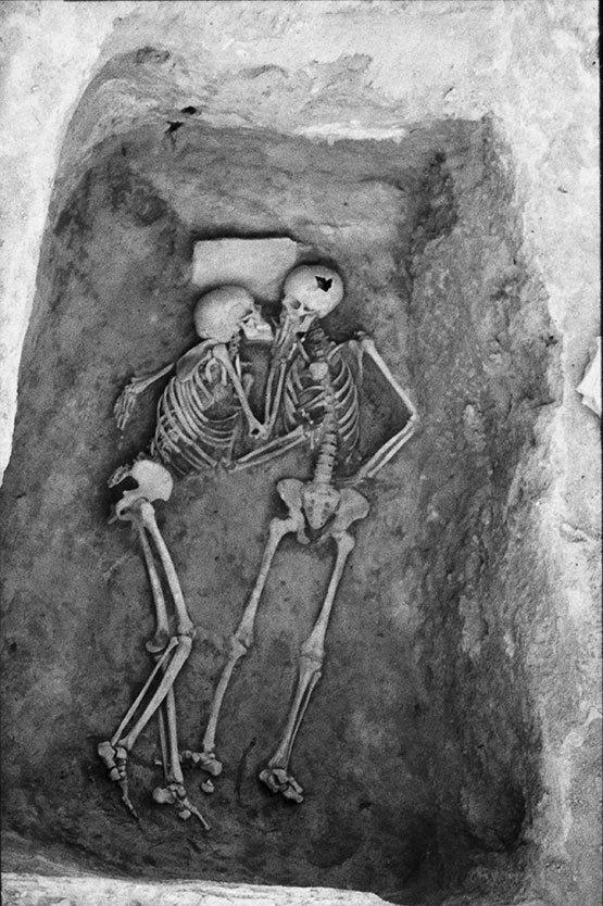 """Поцелуй, который длился более 2800 лет... """"Влюбленные из Хасанлу"""". Любовь сквозь тысячелетия? Мумии и скелеты.16."""