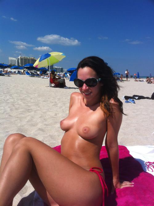 Девушки топлес на пляже (4 часть)
