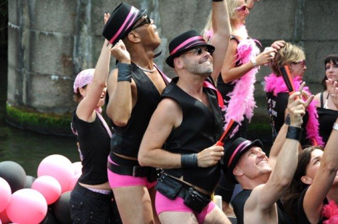 Посол США в Украине Джон Теффт выразил свою поддержку участникам гей-парада