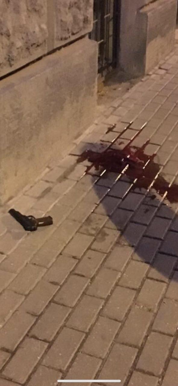 Один полицейский ранен при нападении в центре Москвы