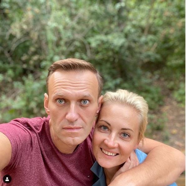 Навальный поблагодарил пилотов и медиков скорой помощи