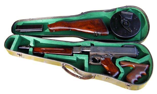 Tommy Gun: пистолет-пулемет,который обожали