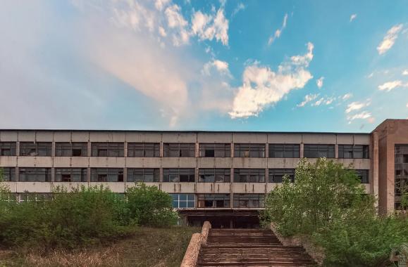 """""""В СССР делали только калоши?"""" А мы заглянули в заброшенный завод где делали роботов!"""