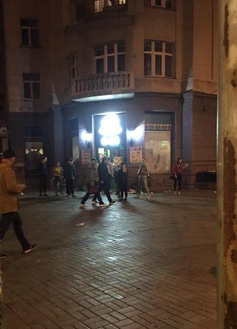 Толпа детей ограбила магазин в Киеве