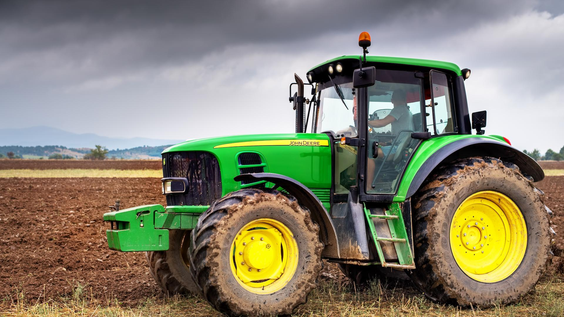 john deere marketing mix Look critically at your marketing from the eyes of your customer would you want to get a product pitch or do you want to be educated to be better informed.