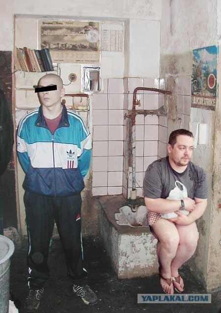 снял видео на телефон как обращаются с опущенными на тюрьме