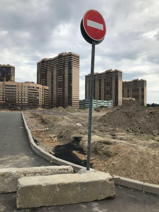 Жителям Мурино перекрыли дорогу, построенную за свои деньги