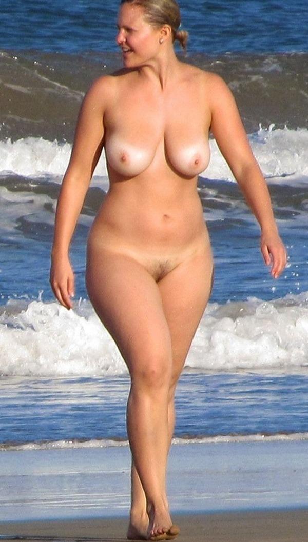 Широкие бедра на пляже порно