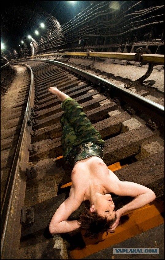 seks-na-polnom-hodu-metro