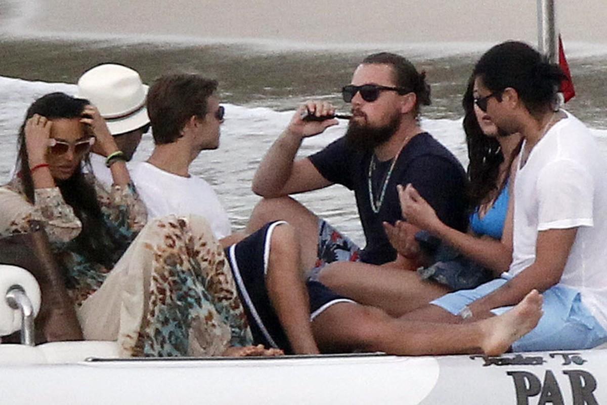 30 января мировые СМИ облетел снимок, на котором Леонардо Ди Каприо курит электронную 806