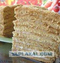 Медовый торт - беспроигрышный вариант для больших и маленьких праздников.