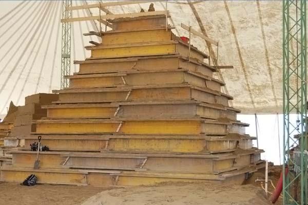 Огромнейшая скульптура из песка!
