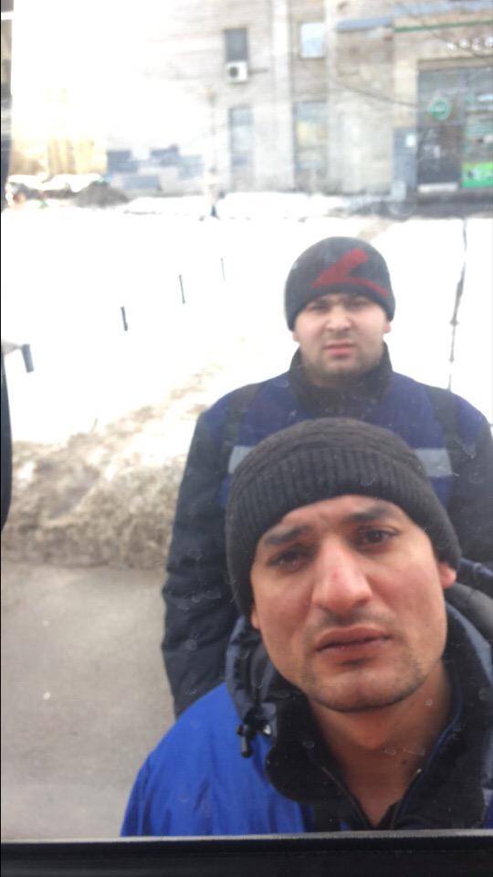 В Красногвардейском р-не Петербурга вот эти два тела ходят и предлагают приобрести царские монеты
