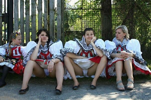 devushki-v-belih-shtanah-foto