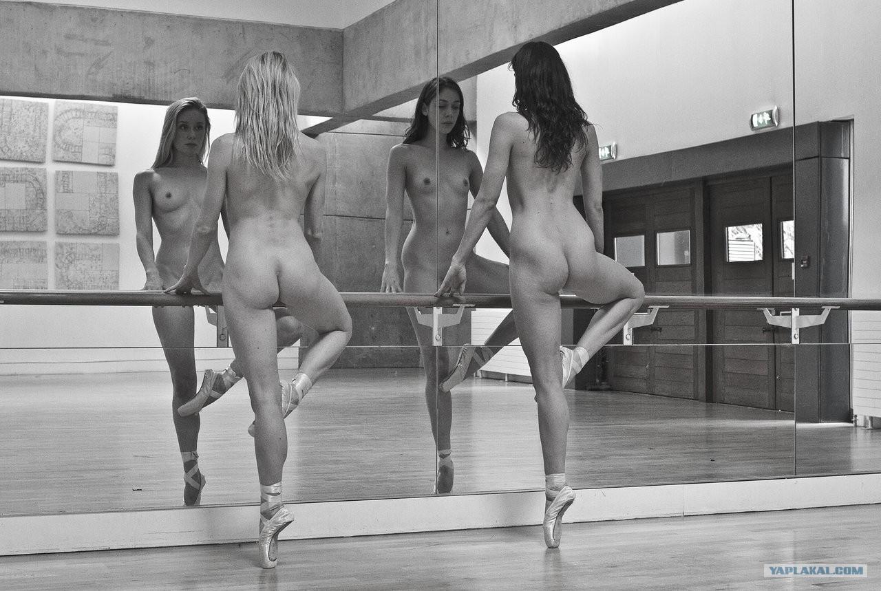 Горячие танцы обнаженных попок смотреть