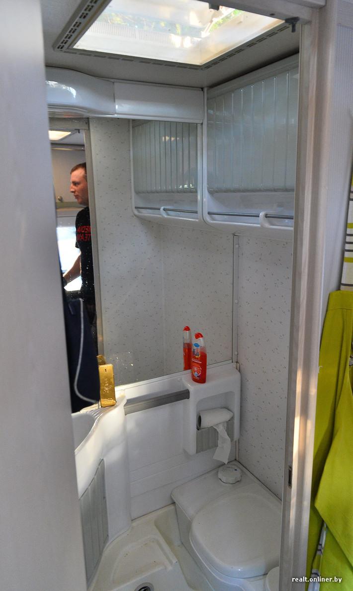 Фото застали в туалете 31 фотография
