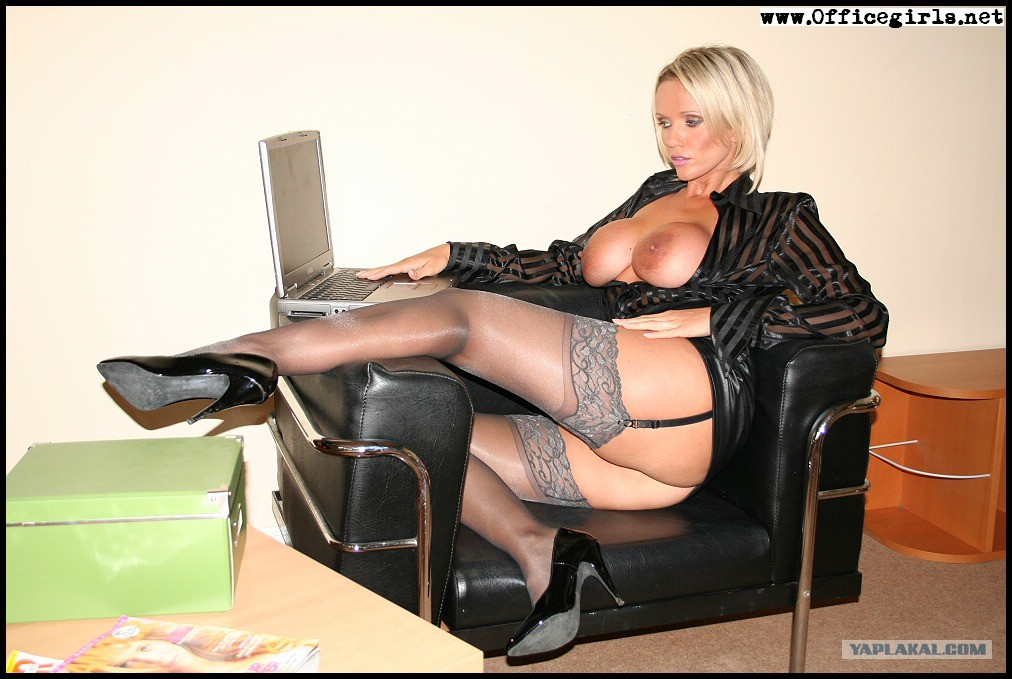 шлюшки в чулках порно фото