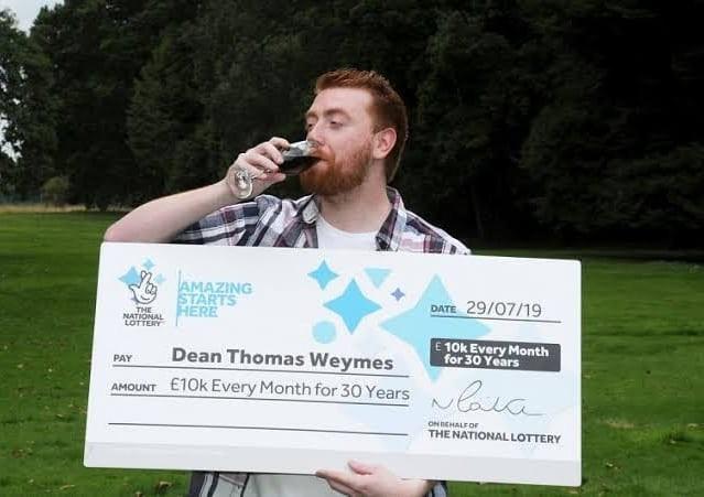 """30 лет по 10 тыс. фунтов в месяц: кто стал первым победителем """"пожизненной"""" лотереи"""